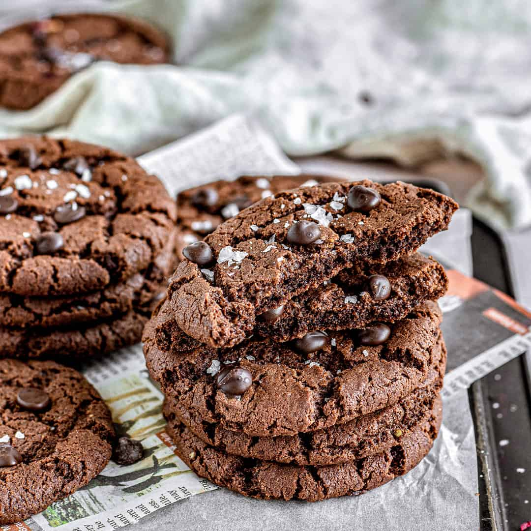 Double Chocolate Chip Cookies by @peachypalate