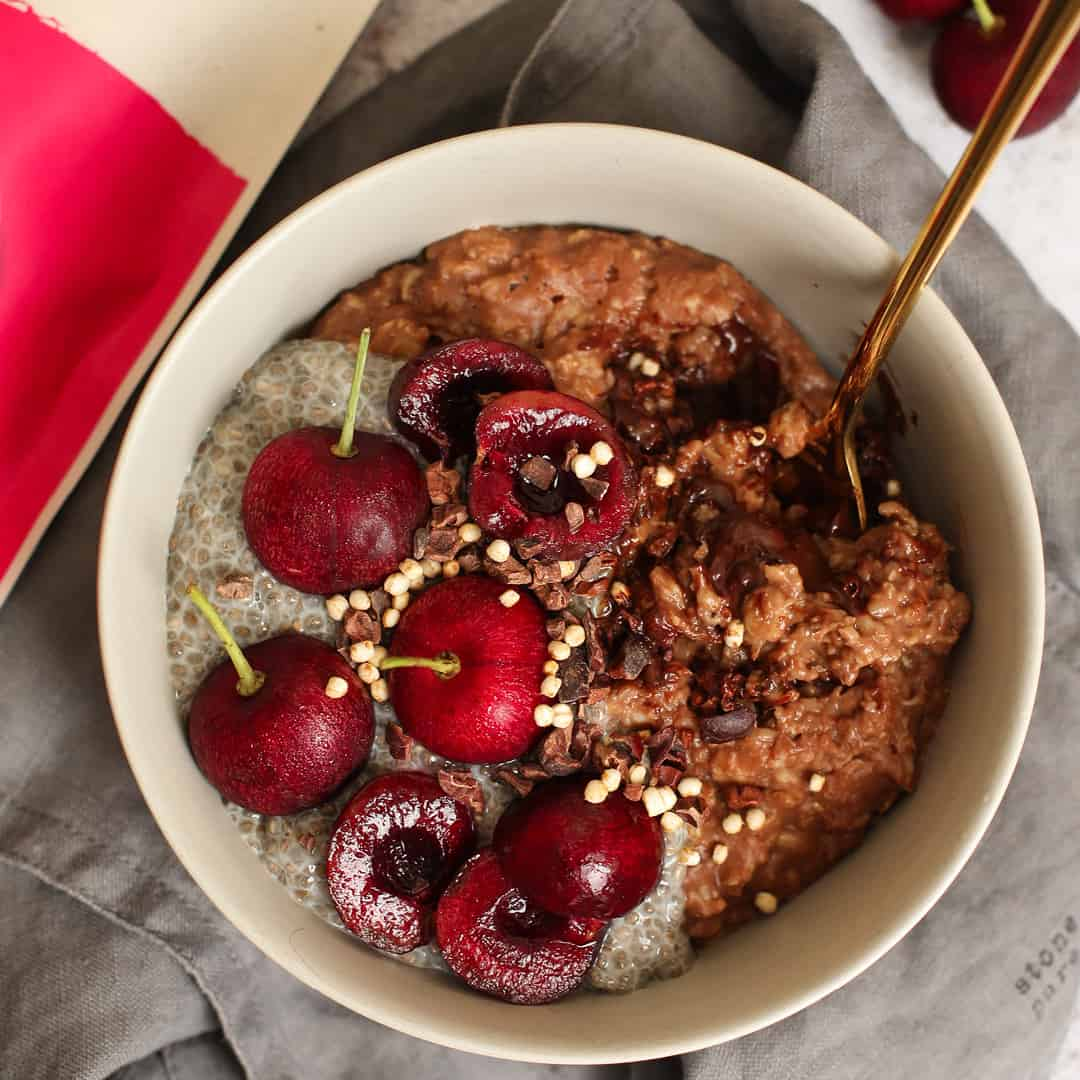 Cherry Chocolate Chia Oats by @dumbbellsandoats