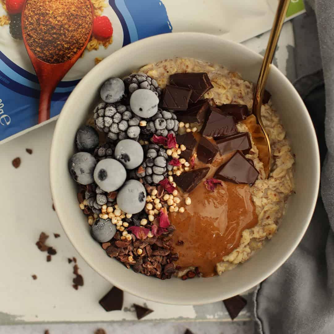 Vanilla Berry and Almond Butter Oats by @dumbbellsandoats