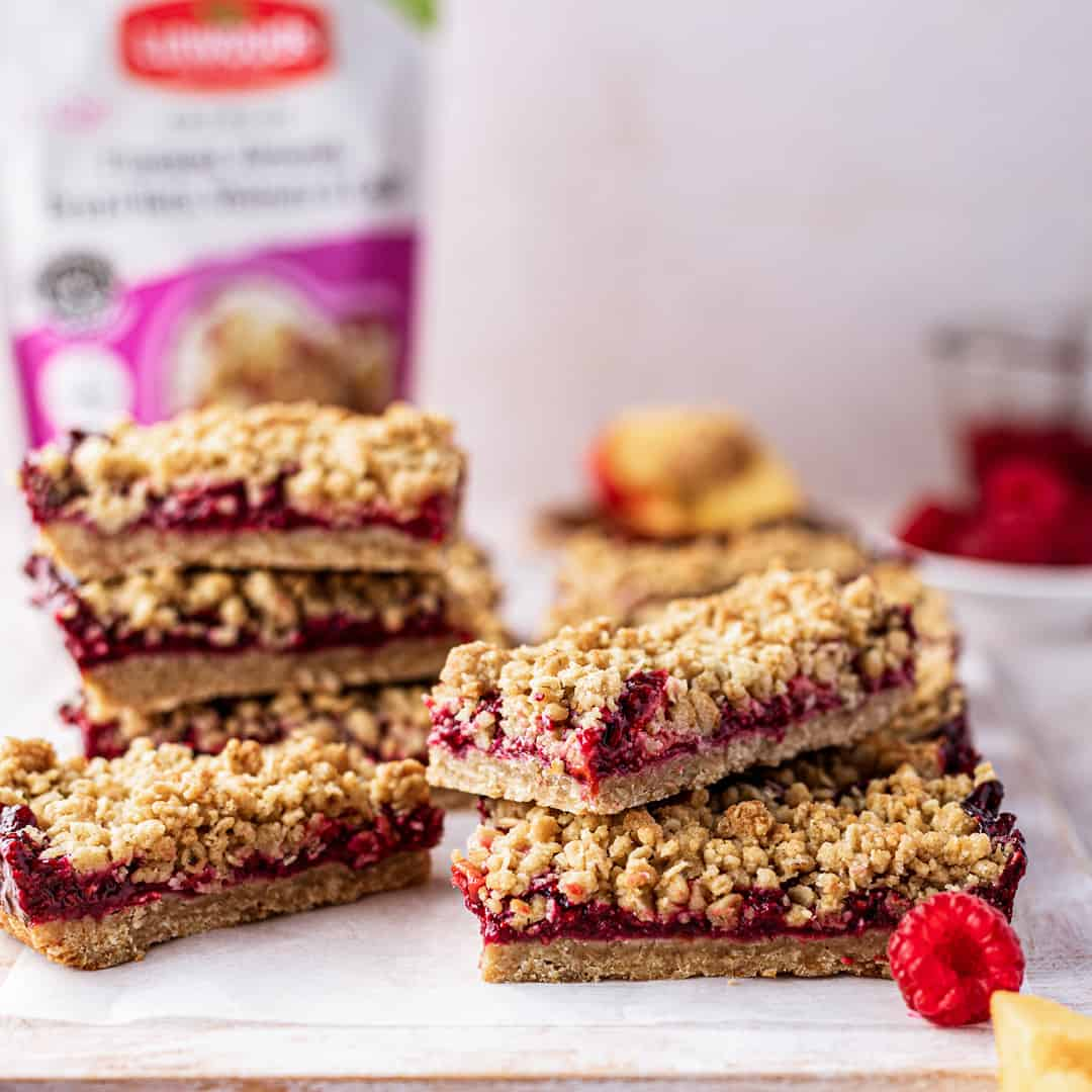 Raspberry and Peach Crumble Bars by @peachypalate