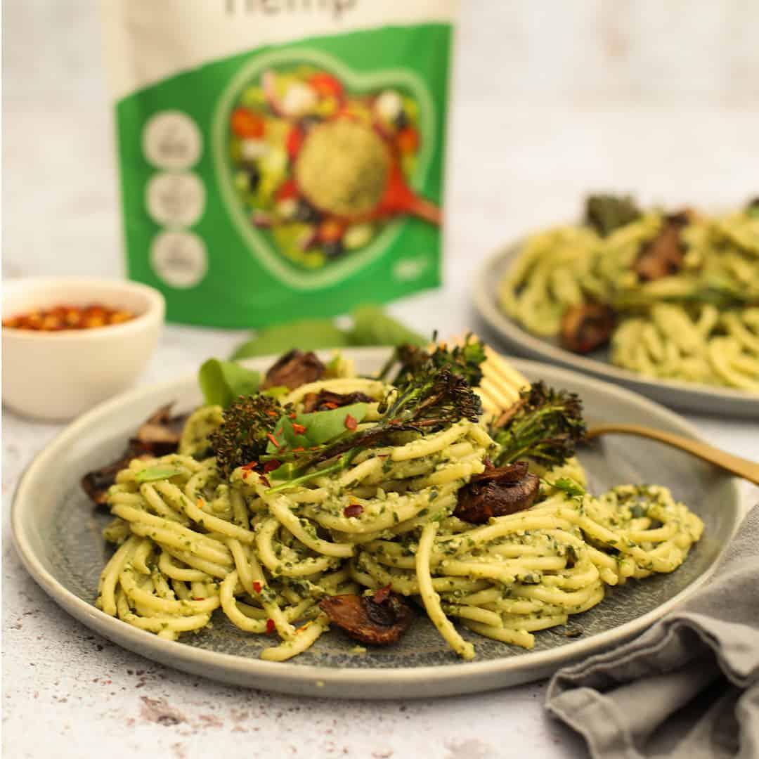Hemp Pesto Spaghetti by @dumbbellsandoats