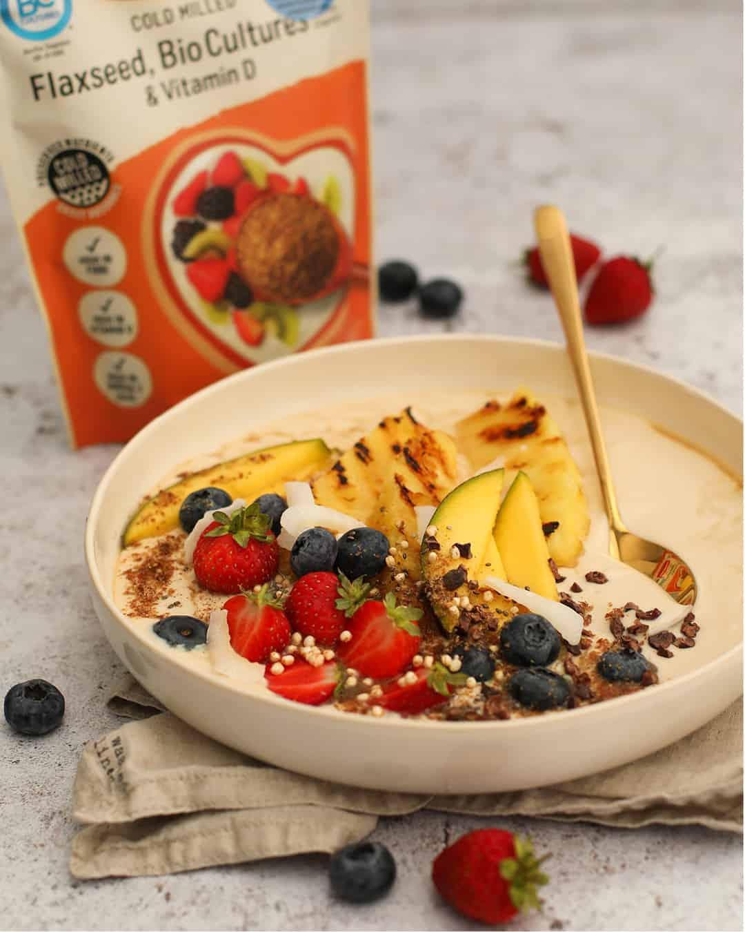 Tropical Yoghurt Bowl by @dumbbellsandoats